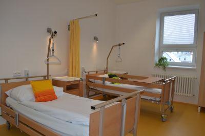 Jesenická nemocnice dnes slavnostně otevřela zrekonstruovanou Léčebnu dlouhodobě nemocných