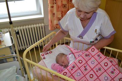 Jesenická porodnice dostala patchworkové dárečky pro novorozence