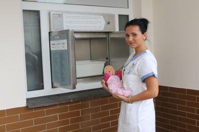 Jesenická nemocnice slavnostně uvedla do provozu nový babybox