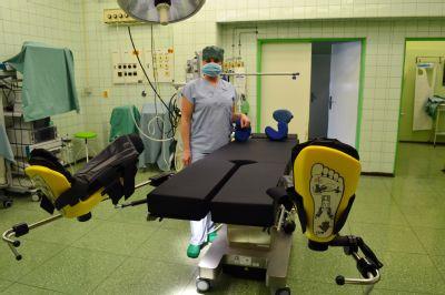 Nový operační stůl v Jesenické nemocnici výrazně pomáhá lékařům při zákrocích
