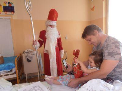 Mikuláš naděloval malým pacientům v Jesenické nemocnici