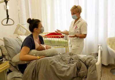 Maminky mohou být se svým miminkem z Nemocnice AGEL Jeseník doma již pár hodin po porodu