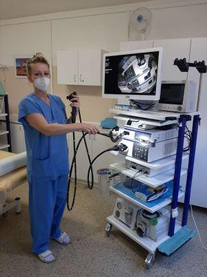 O vyšetření tlustého střeva je v Jesenické nemocnici zájem i během epidemie. Nový moderní videokolonoskop odhalí včas i nejmenší hrozby
